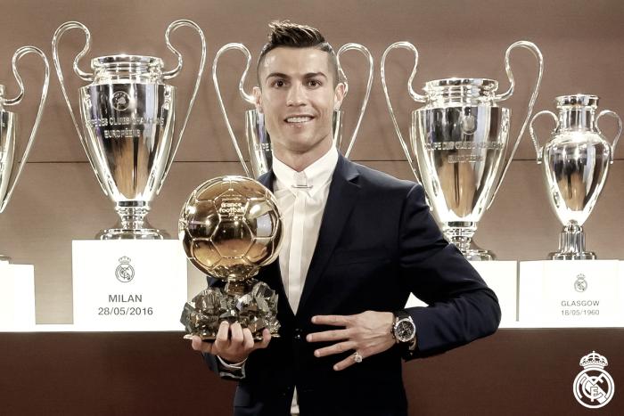Cristiano Ronaldo conquista Bola de Ouro pela quarta vez na carreira