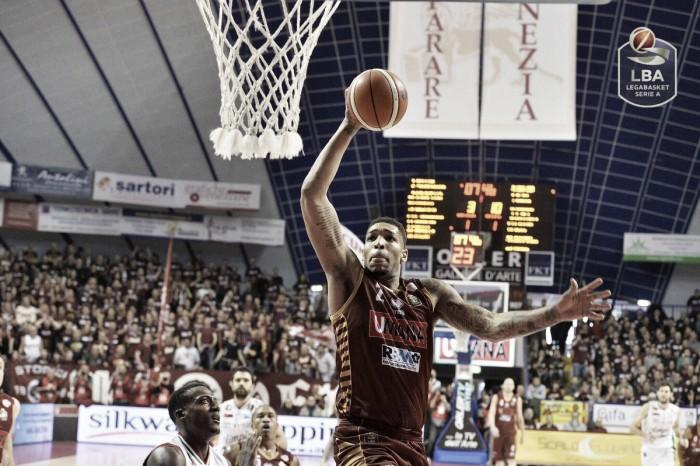 Legabasket Serie A - Il ruggito della Reyer condanna Milano al primo KO stagionale (88-84)