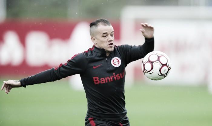Com D'Alessandro suspenso, Camilo e Gutiérrez são opções para vaga no time diante do Náutico