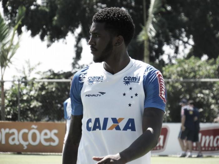 Cruzeiro anuncia rescisão com atacante Douglas Coutinho
