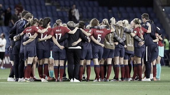 Noruega mostra resiliência, mas esbarra em dificuldades técnicas contra Inglaterra