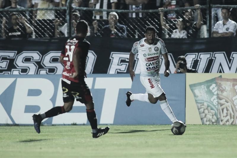 Fora de casa, Vitória marca no final, derrota Operário e se livra do rebaixamento
