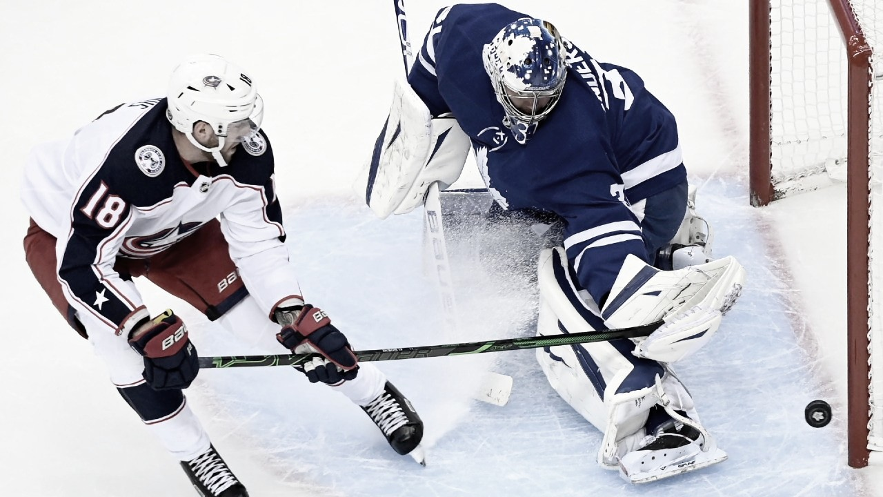 Blue Jackets alargan la sequía de Maple Leafs en playoffs