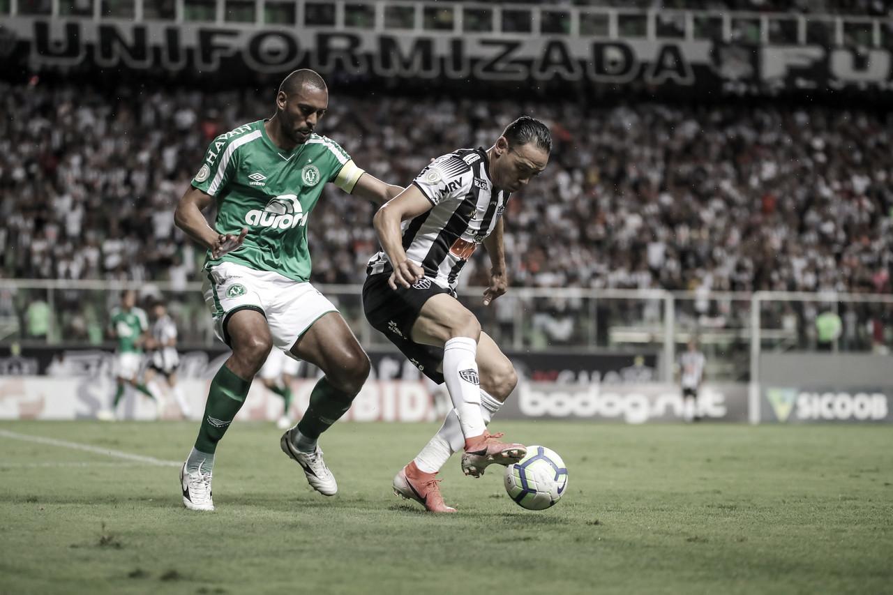 Chapecoense vence Atlético-MG fora de casa e volta a respirar contra o rebaixamento