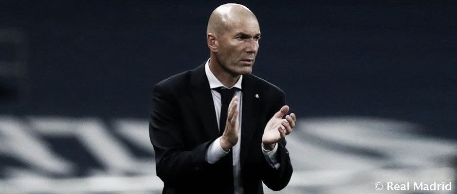 Zidane sube los ánimos en el vestuario haciendo de escudo para los jugadores