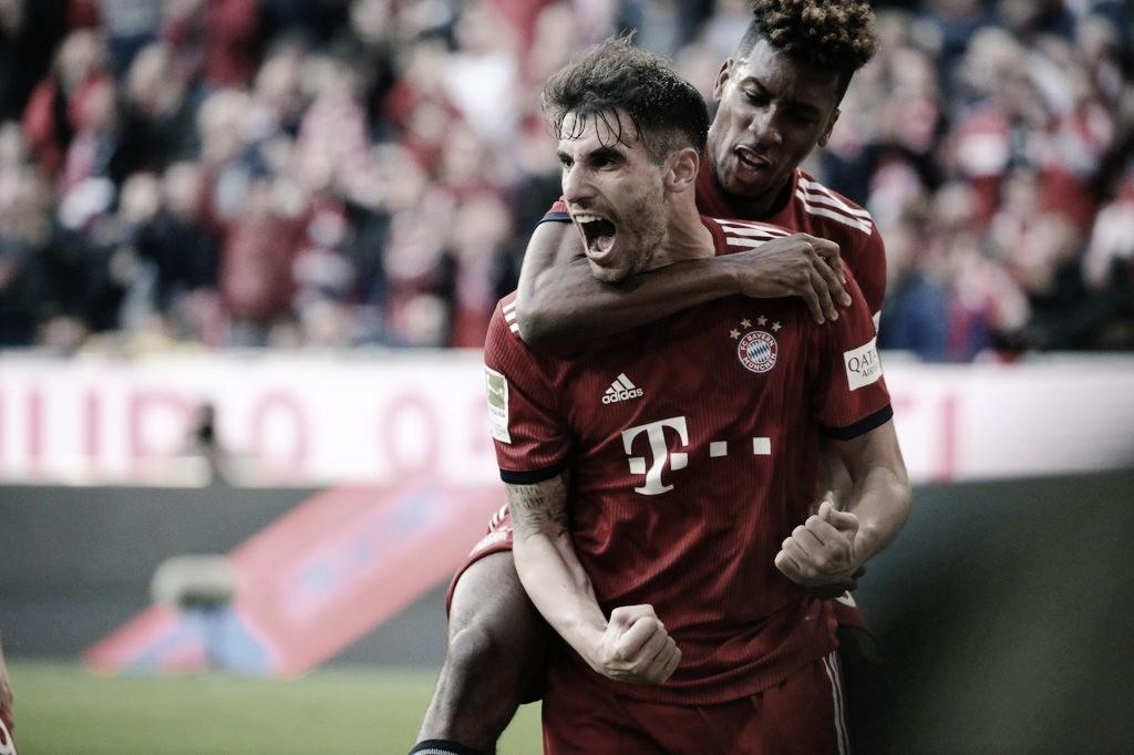 Bayern de Munique massacra Borussia Dortmund e conquista liderança da Bundesliga