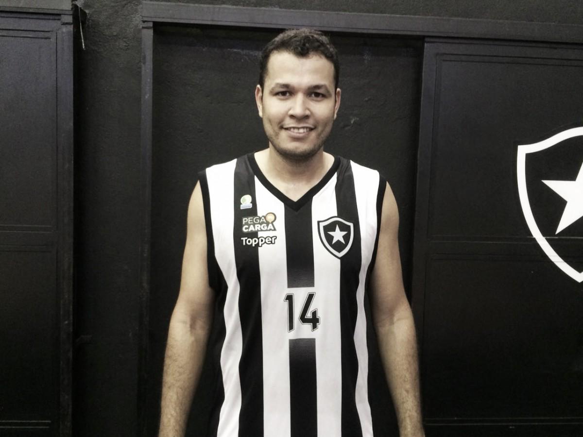 """Douglas destaca esperança em reação do Botafogo no NBB: """"Não tem nada decidido ainda"""""""