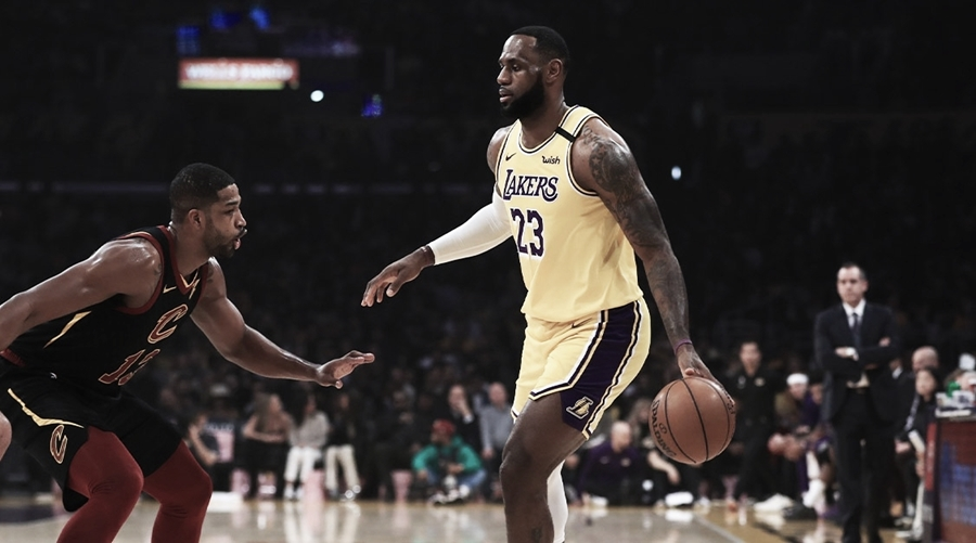 LeBron passa Isiah Thomas e alcança oitava posição no ranking de maiores assistentes da NBA