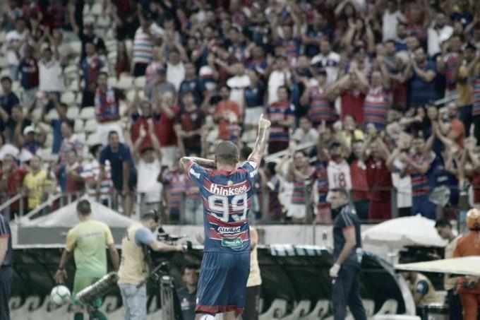 Fortaleza supera Athletico-PR e vence a primeira no Brasileirão