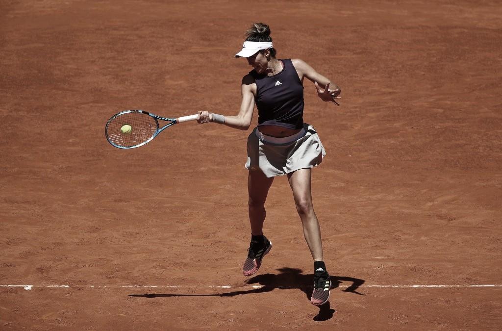 Muguruza vence Zheng pela terceira vez no ano e espera Wozniacki em Roma