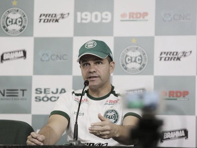 Umberto Louzer lamenta derrota para Atlético-GO e parcela culpa com arbitragem