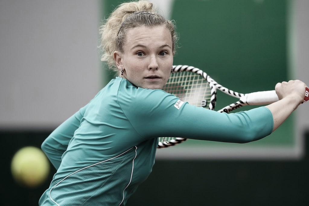 Siniakova supera batalha com Sakkari e desafia Osaka na terceira rodada em Roland Garros