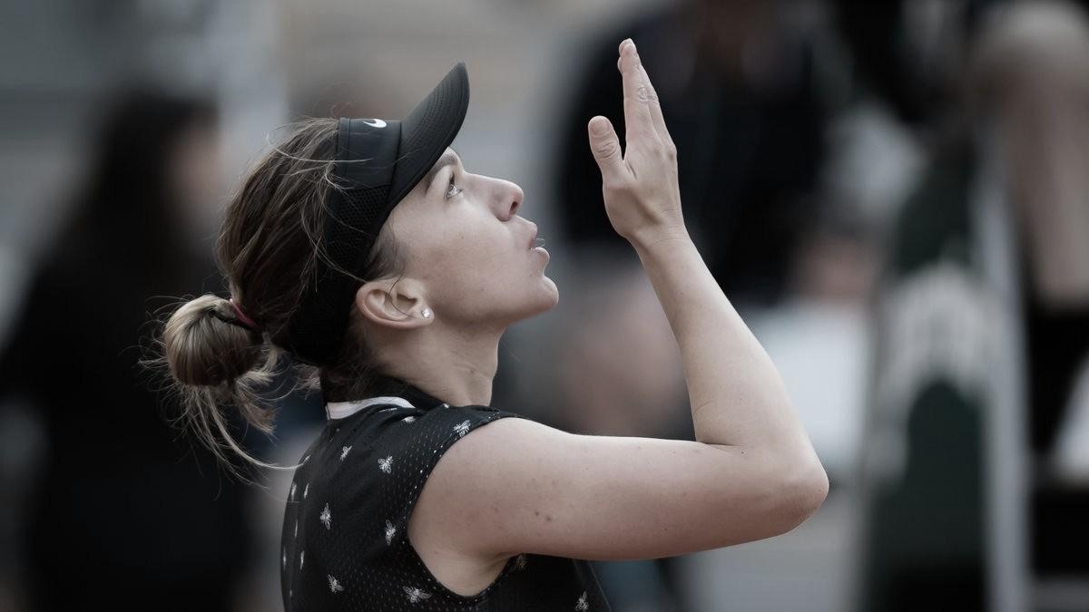 Halep tem mais uma partida difícil, mas passa por Linette e avança em Roland Garros