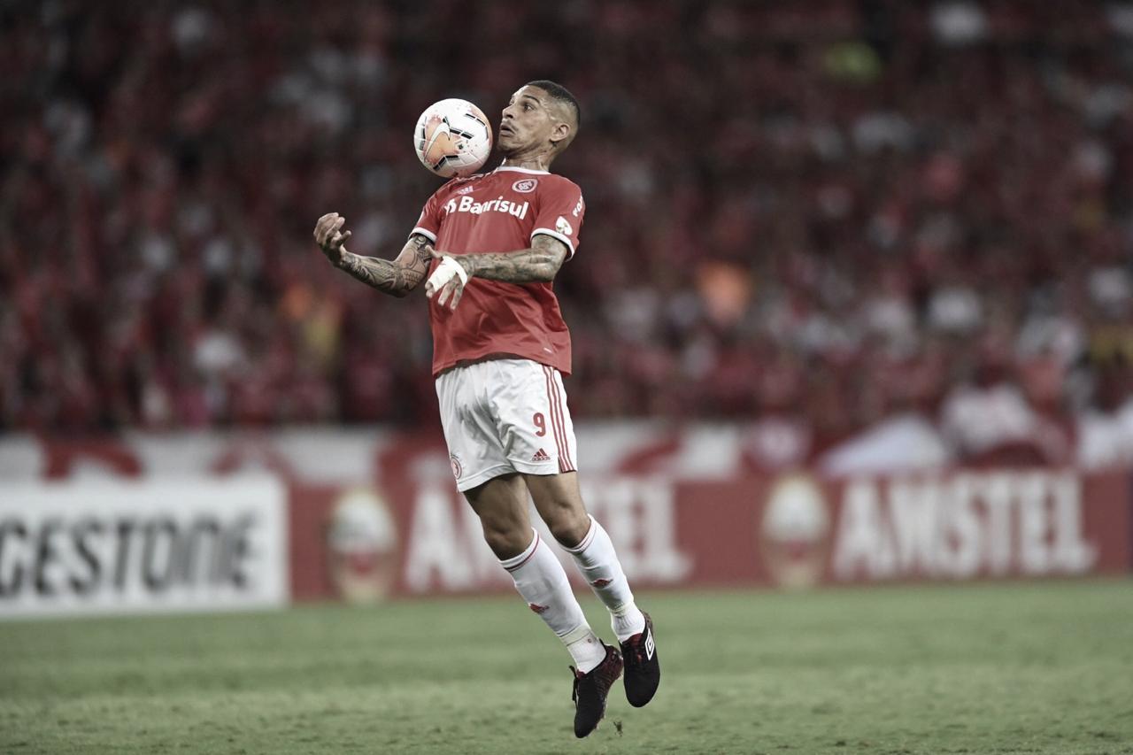 Com dois gols de Guerrero, Internacional goleia Universidad Católica na Copa Libertadores