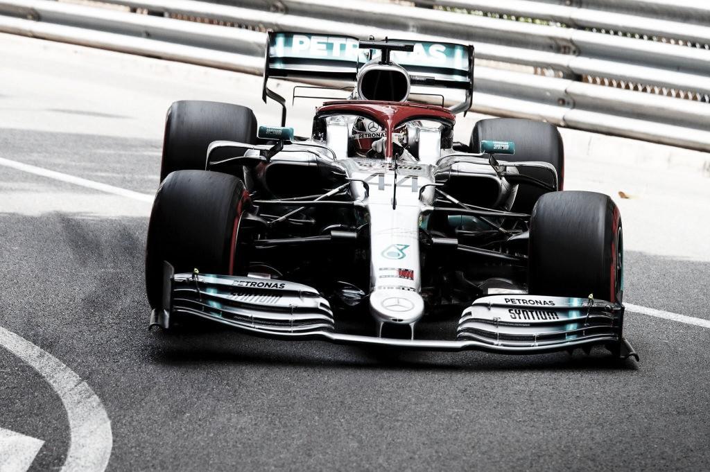 A último momento, Hamilton hace la pole