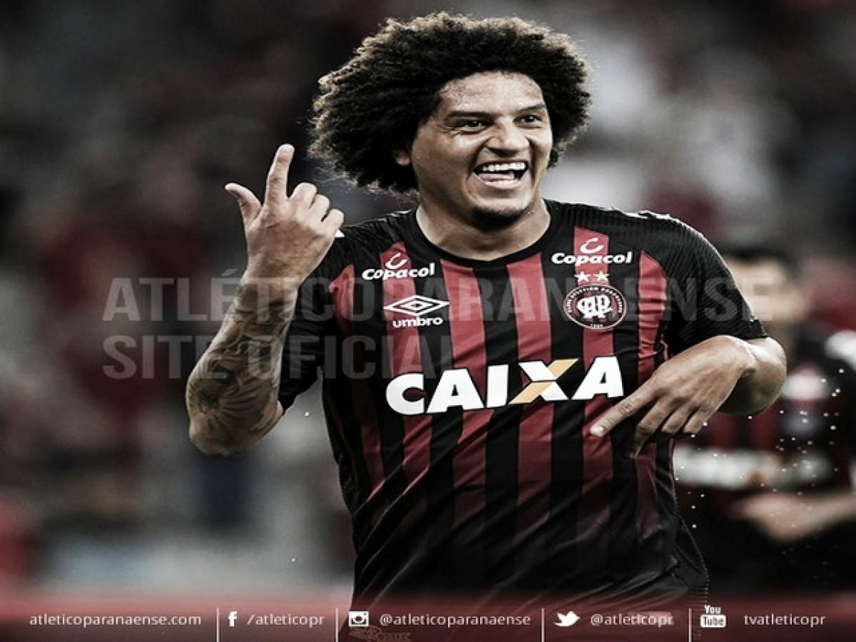 Em jogo de quatro viradas, Atlético-PR vence Tubarão e se classifica na Copa do Brasil