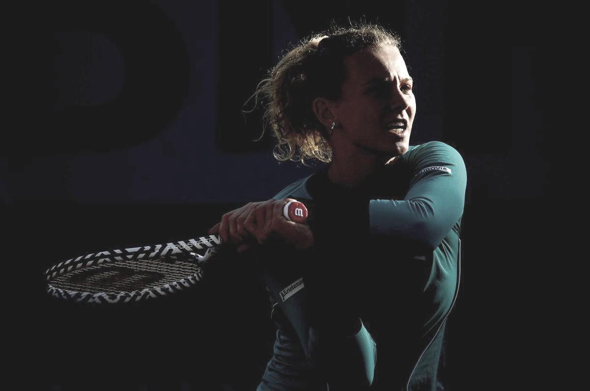 Siniakova vinga derrota sofrida em Istambul, passa por Rybakina e avança em Roland Garros