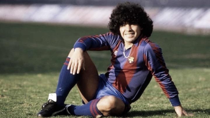 Maradona, alias 'El Pelusa' por su prominente melena con la elástica azulgrana. Foto: Noelia Déniz VAVEL
