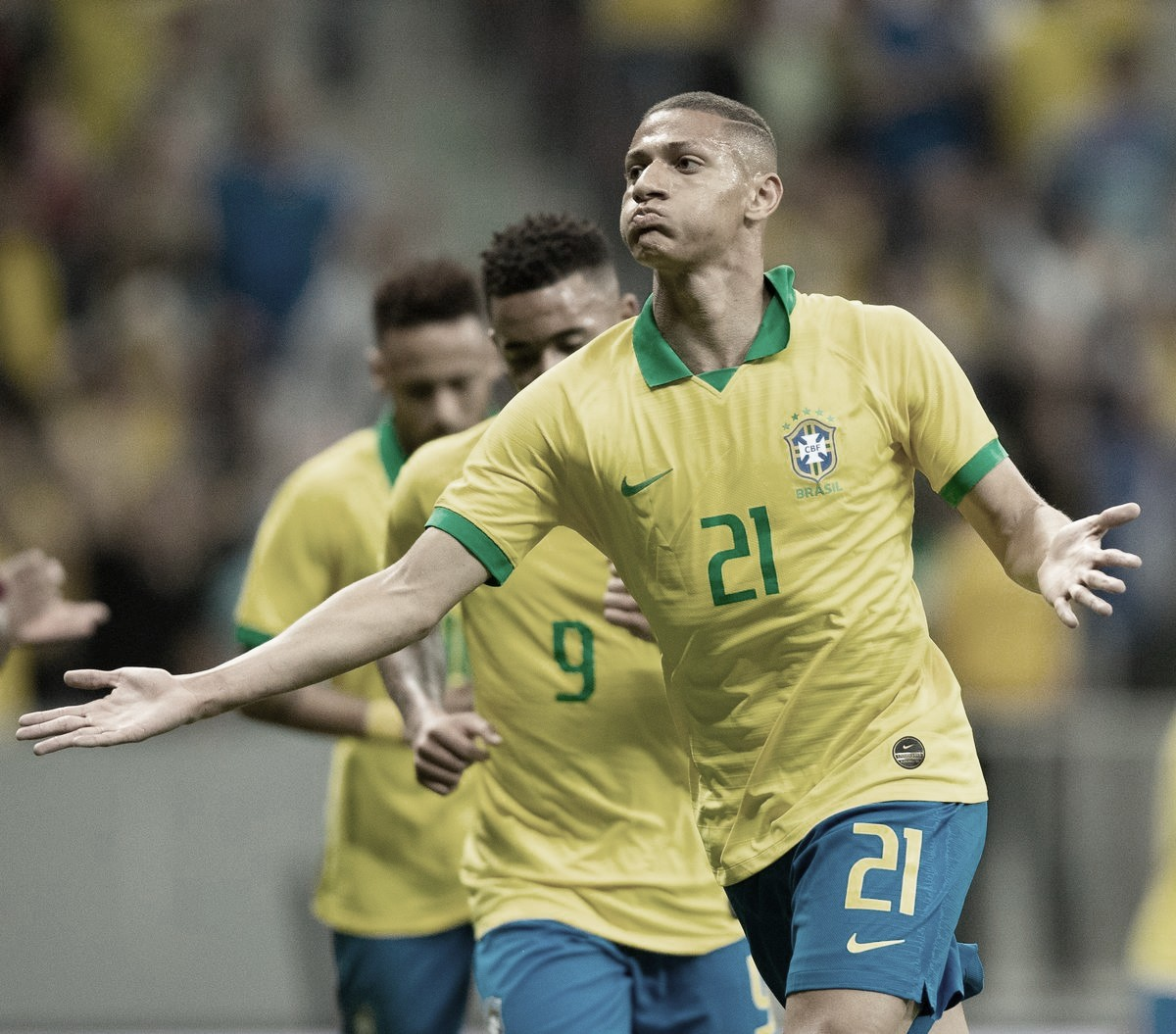 Neymar machuca, Brasil define no primeiro tempo e derrota Catar em amistoso