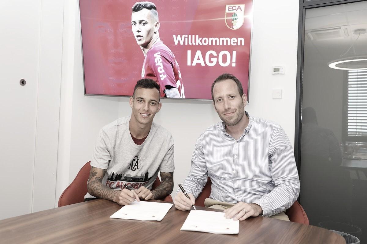 Augsburg anuncia contratação do lateral Iago, ex-Internacional, até 2024