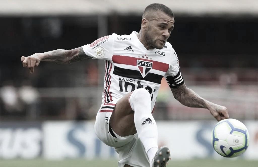 Daniel Alves critica Cuca e diz que São Paulo e Flamengo são os time que 'melhor jogam' no Brasil