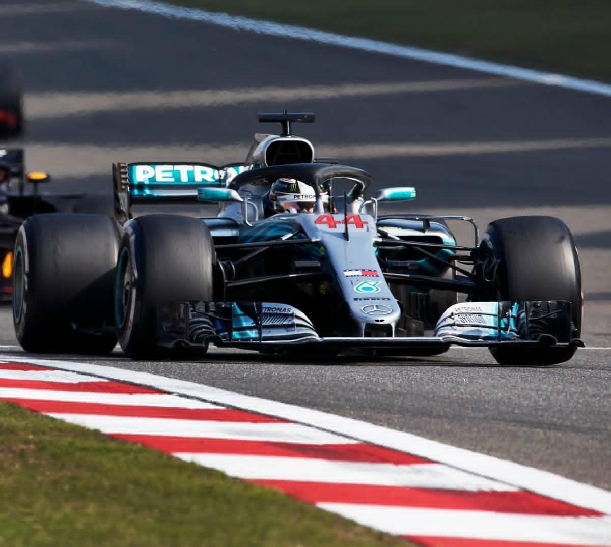 """F1, Gp di Cina - Pazzo week-end, ringrazia Hamilton: """"Grazie alla guida di Verstappen"""""""