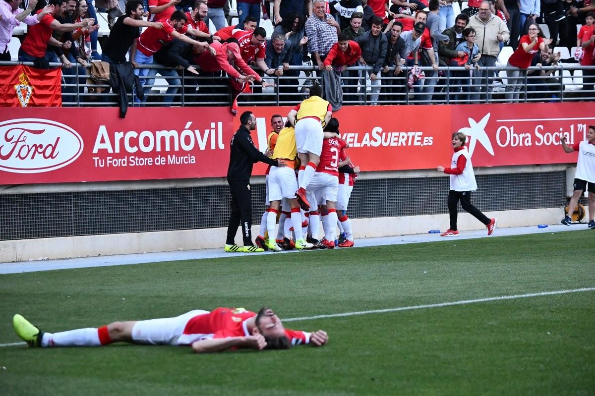 La épica aferra con mucha fuerza al Real Murcia en el 'playoffs'