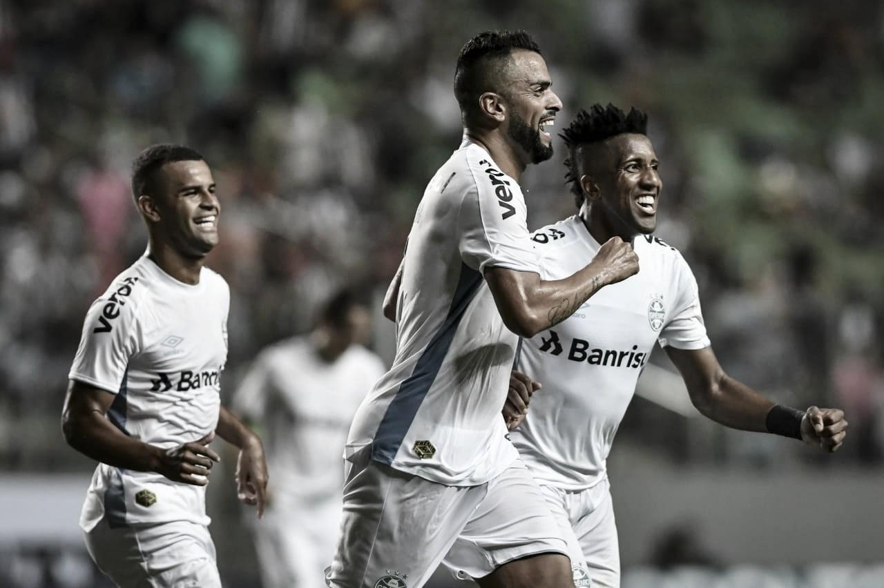 Grêmio goleia Atlético-MG, entra no G-6 e complica vida de Rodrigo Santana