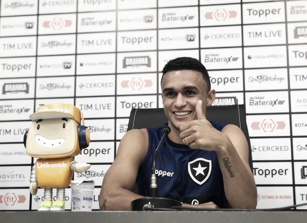 """Erik garante foco total na Sul-Americana e celebra boa fase no Botafogo: """"Momento especial"""""""