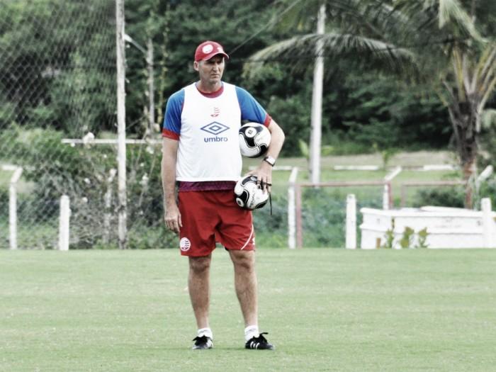 Dal Pozzo segue no Náutico e comanda primeiro treino após ser eliminado do Pernambucano