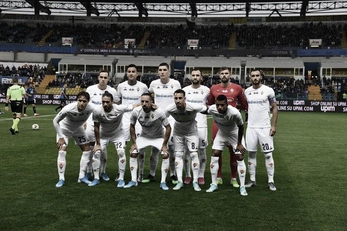 Árbitro paralisa jogo após coros racistas da torcida da Atalanta em direção a Dalbert, da Fiorentina