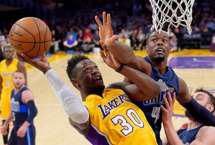 NBA - Dallas sorprende i Lakers a Los Angeles. Decide Barnes, a Walton non basta Clarkson (109-97)