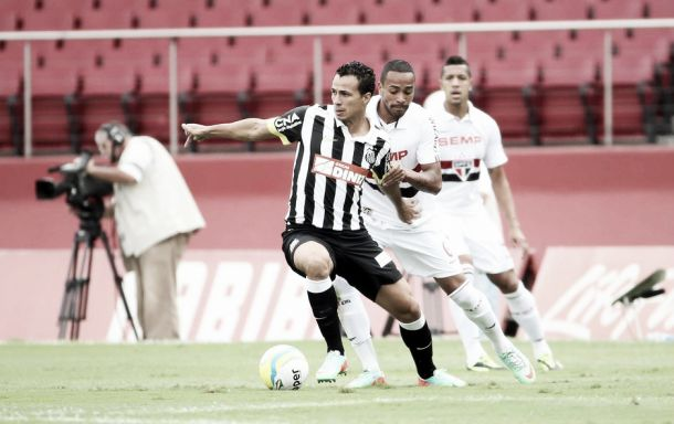 Insatisfeitos com a arbitragem, jogadores do Santos lamentam empate no San-São