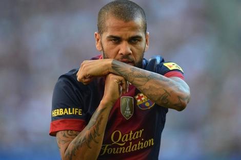 Alves, principal novedad en la convocatoria ante el Rayo