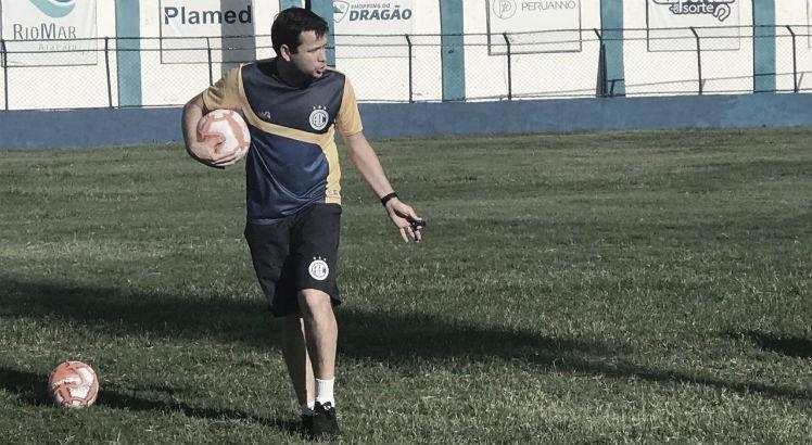 """Técnico do Confiança, Daniel Paulista celebra acesso à Série B: """"Objetivo foi alcançado"""""""