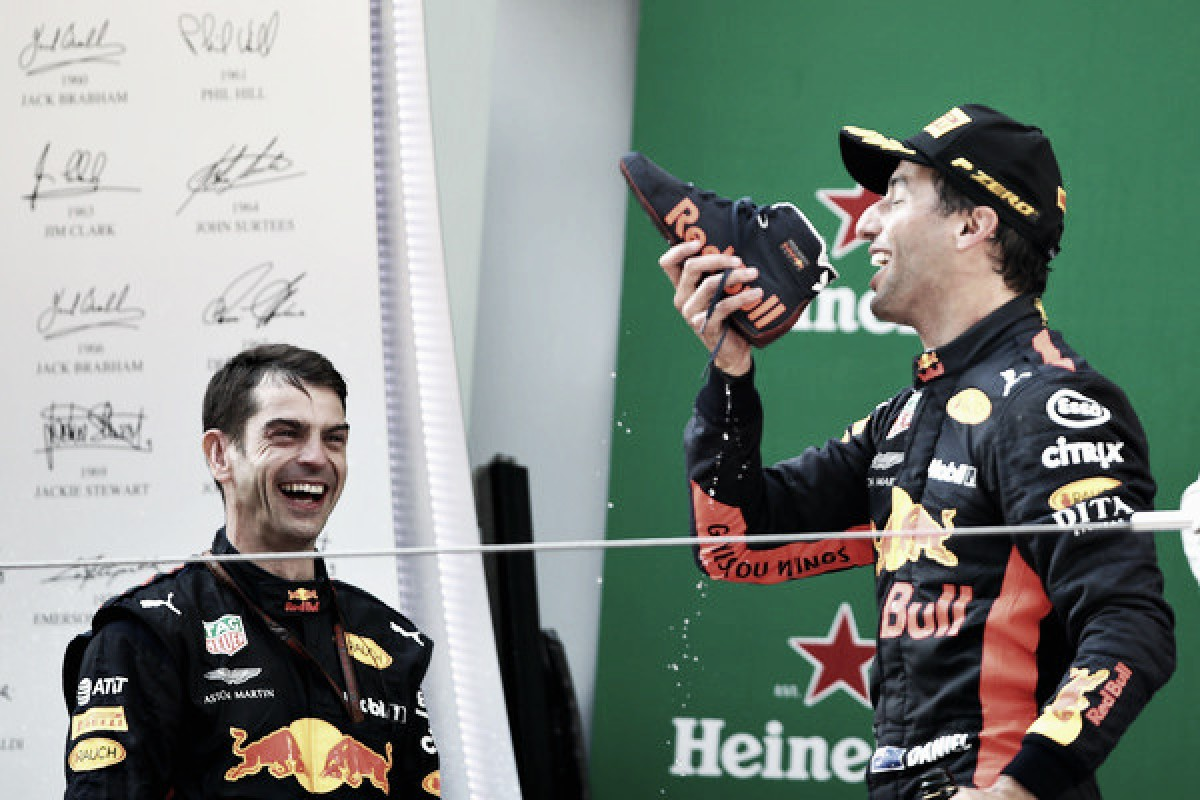 Daniel Ricciardo gana un trepidante Gran Premio de China con Alonso 7º y Sainz 9º