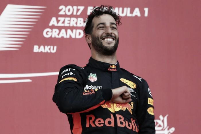 Daniel Ricciardo reina entre el caos