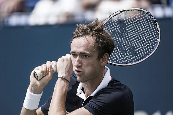 Medvedev destroza a Thiem y se mete en semis de Montreal