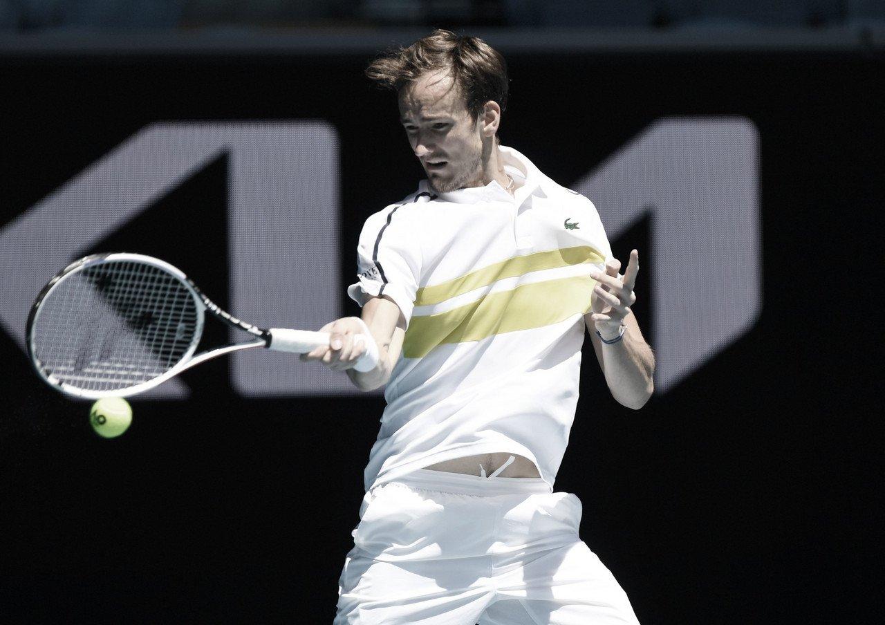 Medvedev vence 18ª partida seguida e elimina surpresa McDonald no Australian Open