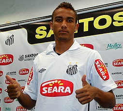 Danilo, emulando al Alves de Brasil