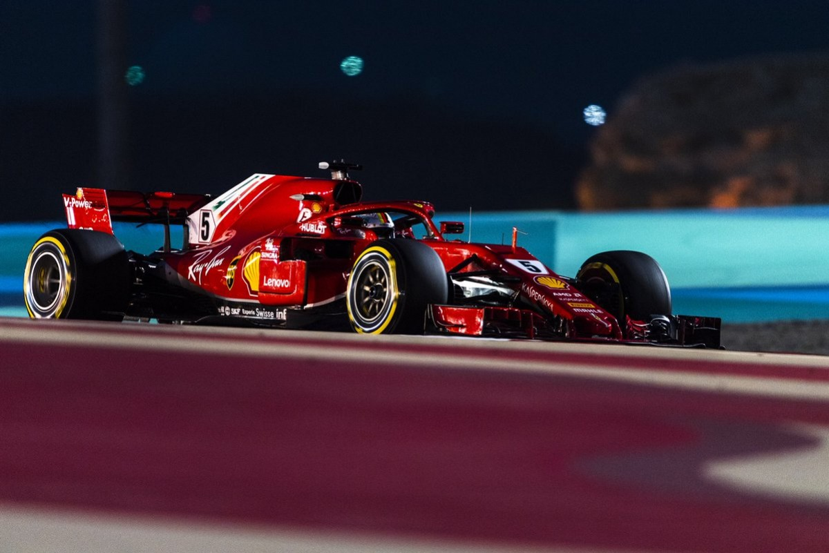 Pole position Ferrari in Cina: Vettel supera Raikkonen all'ultima curva