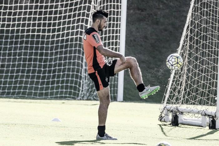 Dátolo e Carlos Eduardo sentem coxa esquerda e desfalcam Atlético-MG diante do Grêmio