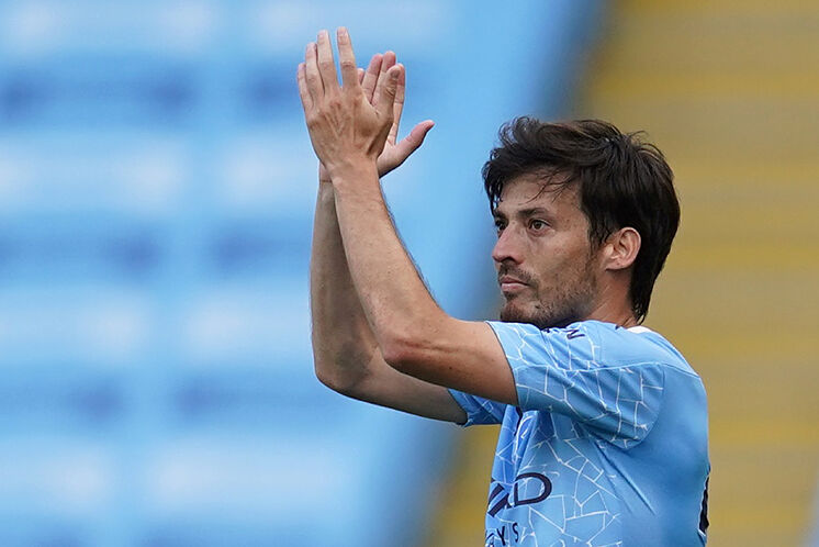 David Silva aplaude durante un partido por una jornada de Premier League con el Manchester City  FOTO: ElMundo.es