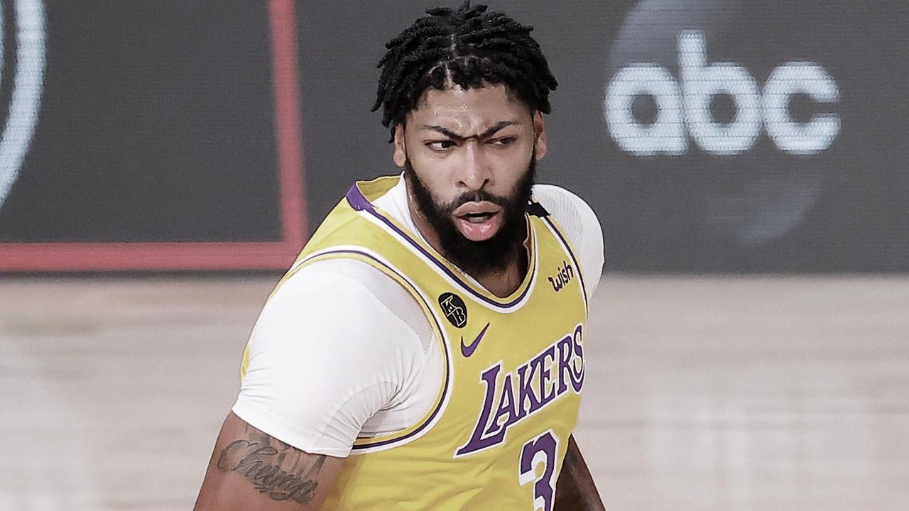 """Head coach dos Lakers, Frank Vogel exalta Anthony Davis após Jogo 4 da NBA Finals: """"Ele quer vencer mais que tudo"""""""