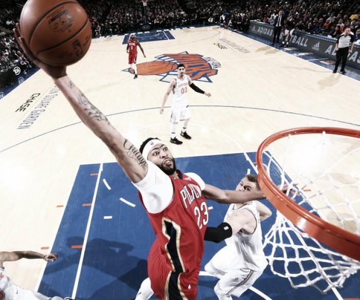 Davis se sale contra los Knicks