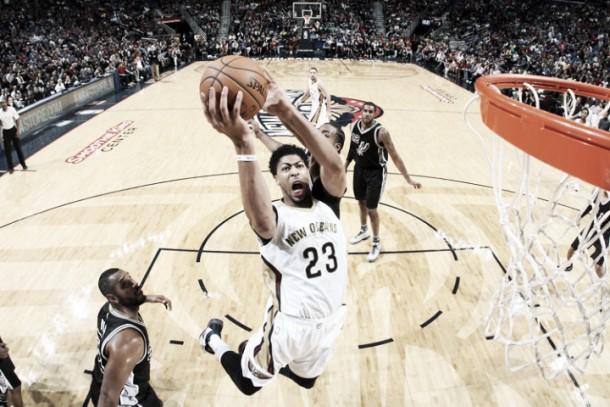 Nba, New Orleans sorprende gli Spurs. Vincono Detroit e Dallas