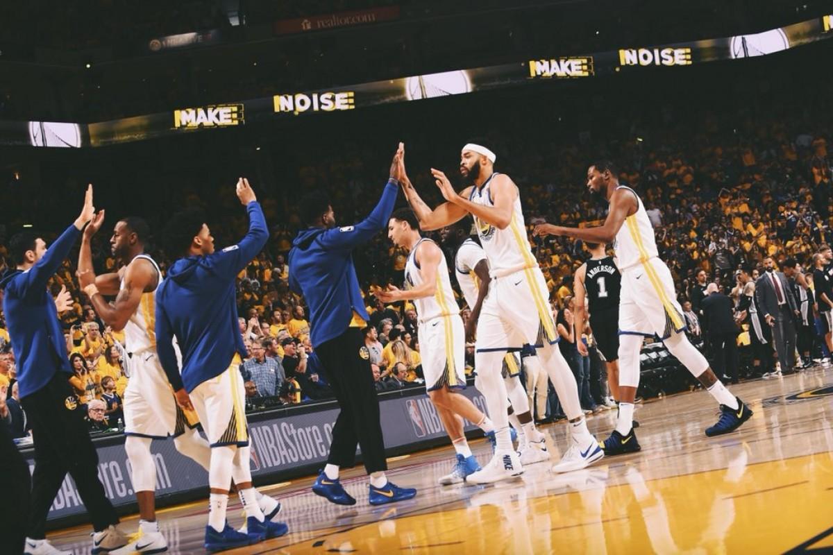 NBA Playoffs - Golden State passeggia in gara 1: Spurs sconfitti 113-92