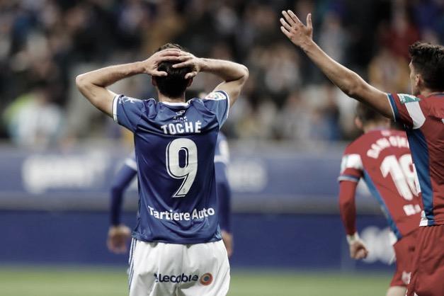 Los errores alejan al Real Oviedo del playoff