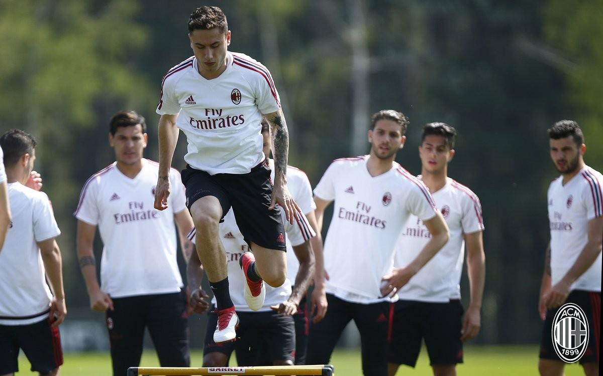 Milan, verso il Benevento: una o due punte?