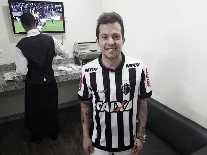 De férias em BH, Bernard acompanha classificação do Atlético-MG no Horto